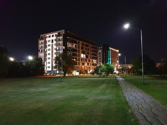 Фото Galaxy Note 9 в условиях недостаточной освещенности - стандартный широкоугольный объектив (фото 2)