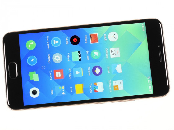Обзор смартфона Meizu M5 - вид спереди, включенный экран