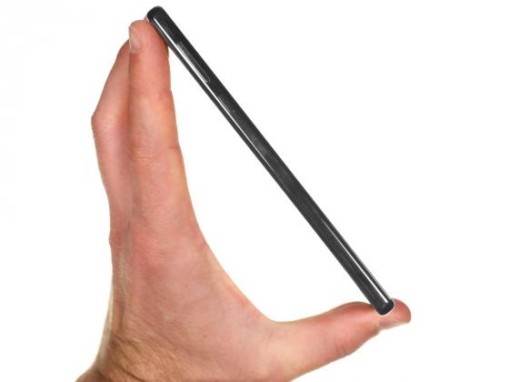 Обзор Xiaomi Mi Mix - вид сбоку, в руке