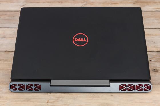 Обзор игрового ноутбука Dell Inspiron 7567 - вид спереди