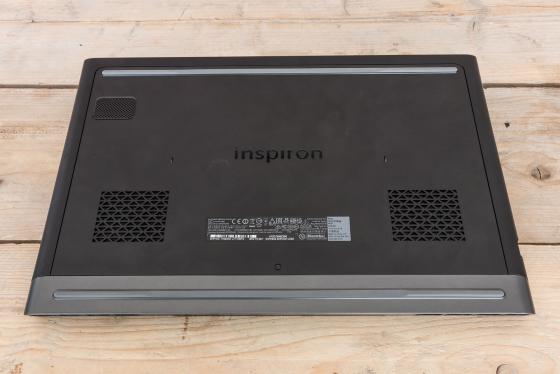 Обзор игрового ноутбука Dell Inspiron 7567 - задняя крышка
