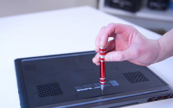 Обзор игрового ноутбука Dell Inspiron 7567 - снятие задней крышки