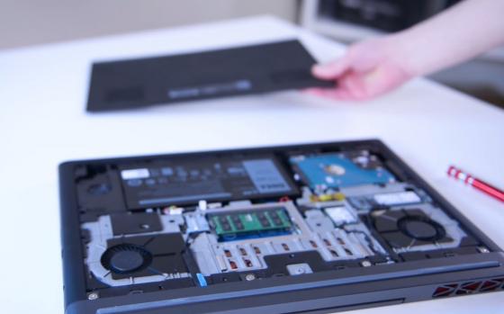 Обзор игрового ноутбука Dell Inspiron 7567 - без задней крышки