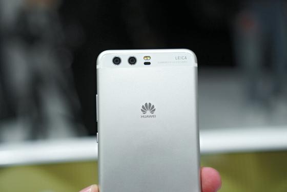 Huawei P10 в цвете мистическое серебро