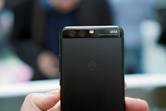 Huawei P10 в цвете черный графит