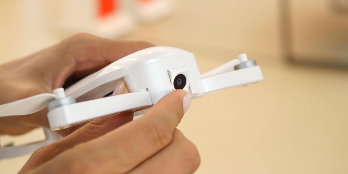 Обзор мини-дрона Zerotech Dobby - регулировка наклона модуля камеры
