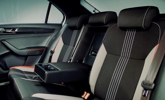 Обзор Skoda Rapid - задние сидения с подлокотником