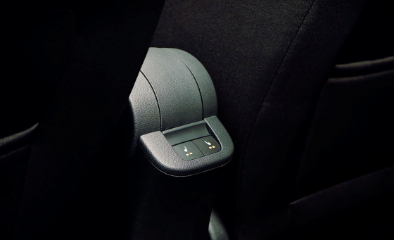Обзор Skoda Rapid - кнопки подогрева задних сидений