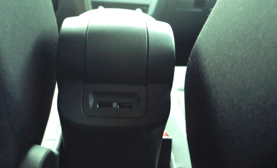 Обзор Skoda Rapid - USB для задних пассажиров