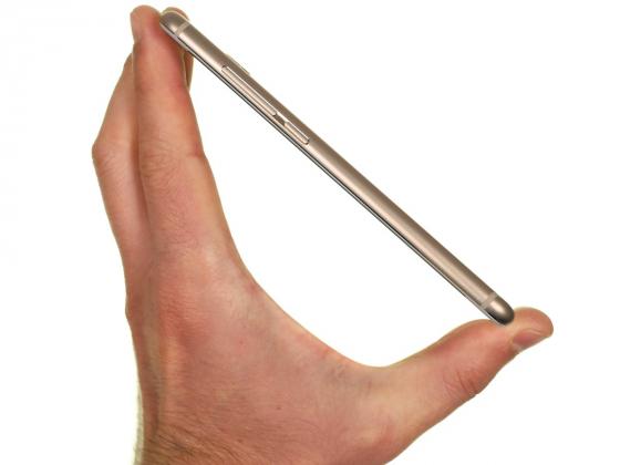 Обзор смартфона Meizu Pro 6 - в руке вид сбоку