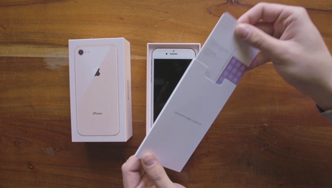 Распаковка iPhone 8