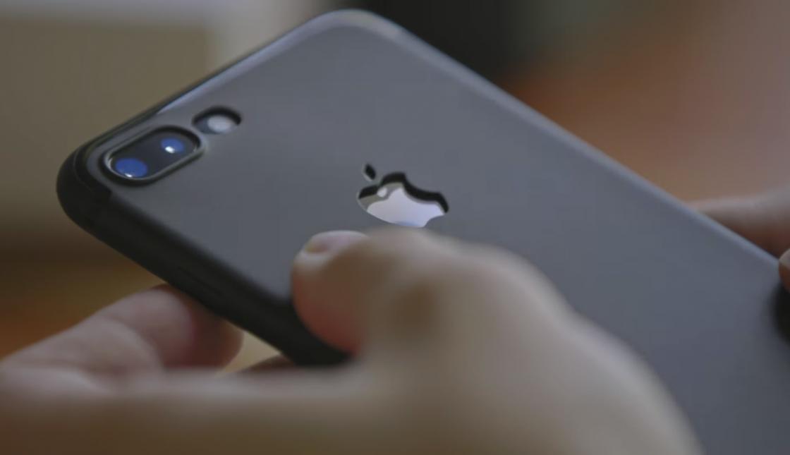 iPhone 8 в чехле от iPhone 7