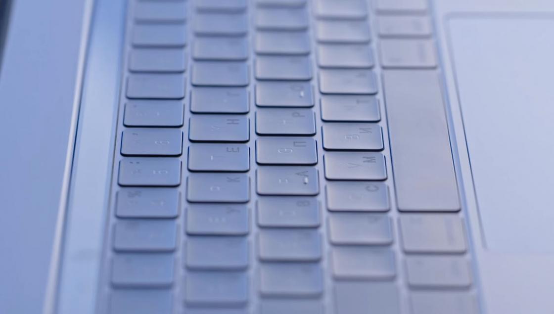 Обзор MacBook Pro 2017 - в клавиатуре применен механизм бабочка 2.0