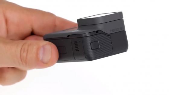 Обзор GoPro HERO 5 - крышка разъемов