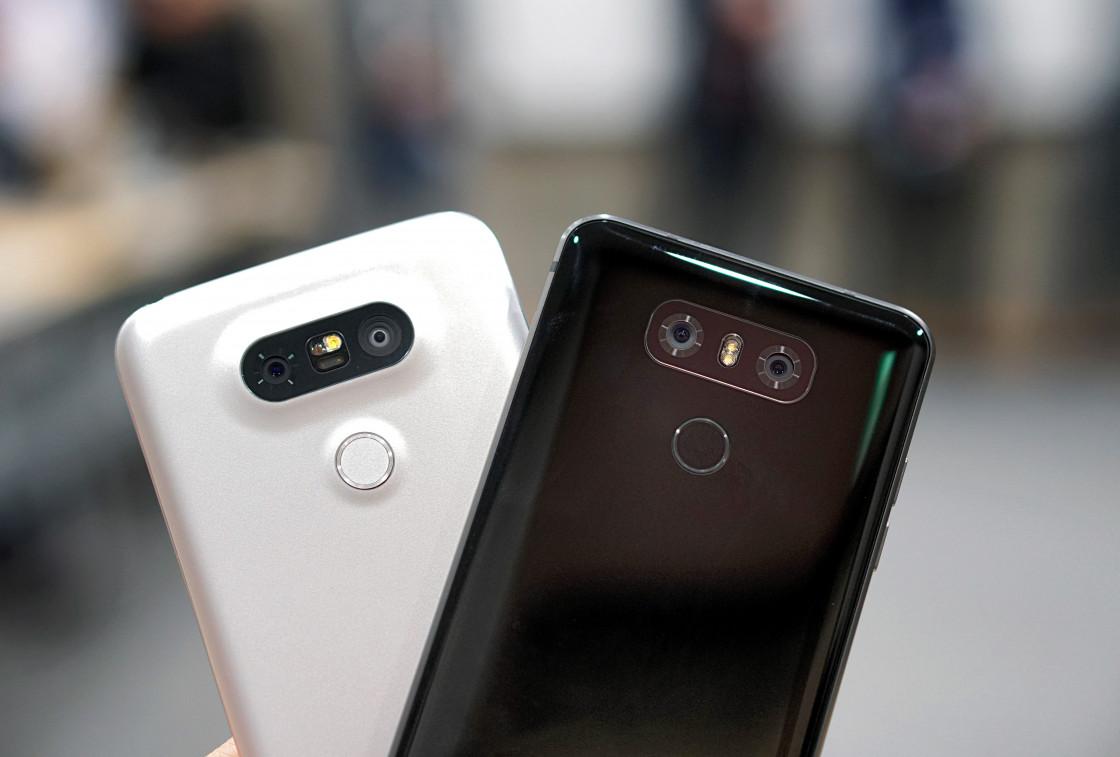 Обзор LG G6 - вид сзади, черный и белый цвета