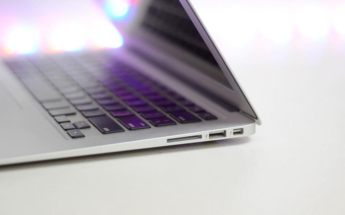 Обзор Apple MacBook Air (13-inch, 2017) - разъемы с правой стороны