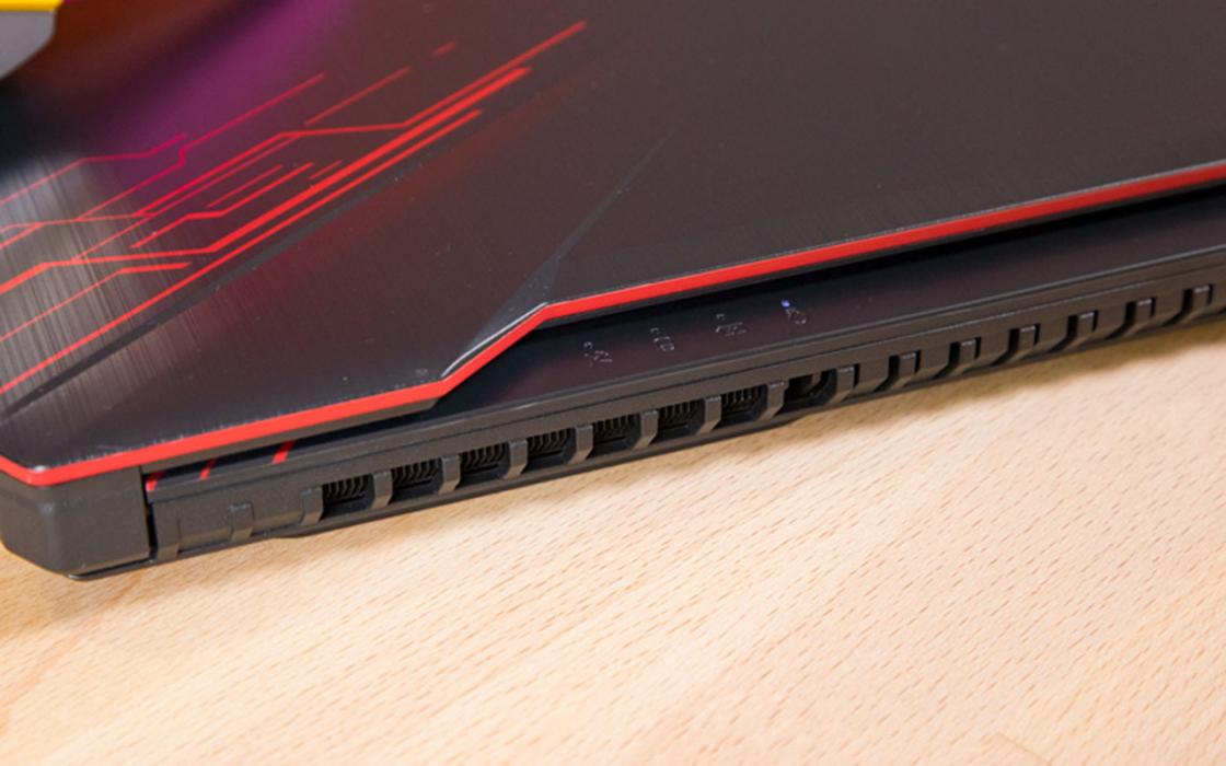 Обзор игрового ноутбука Asus TUF Gaming FX504 - индикаторы состояния