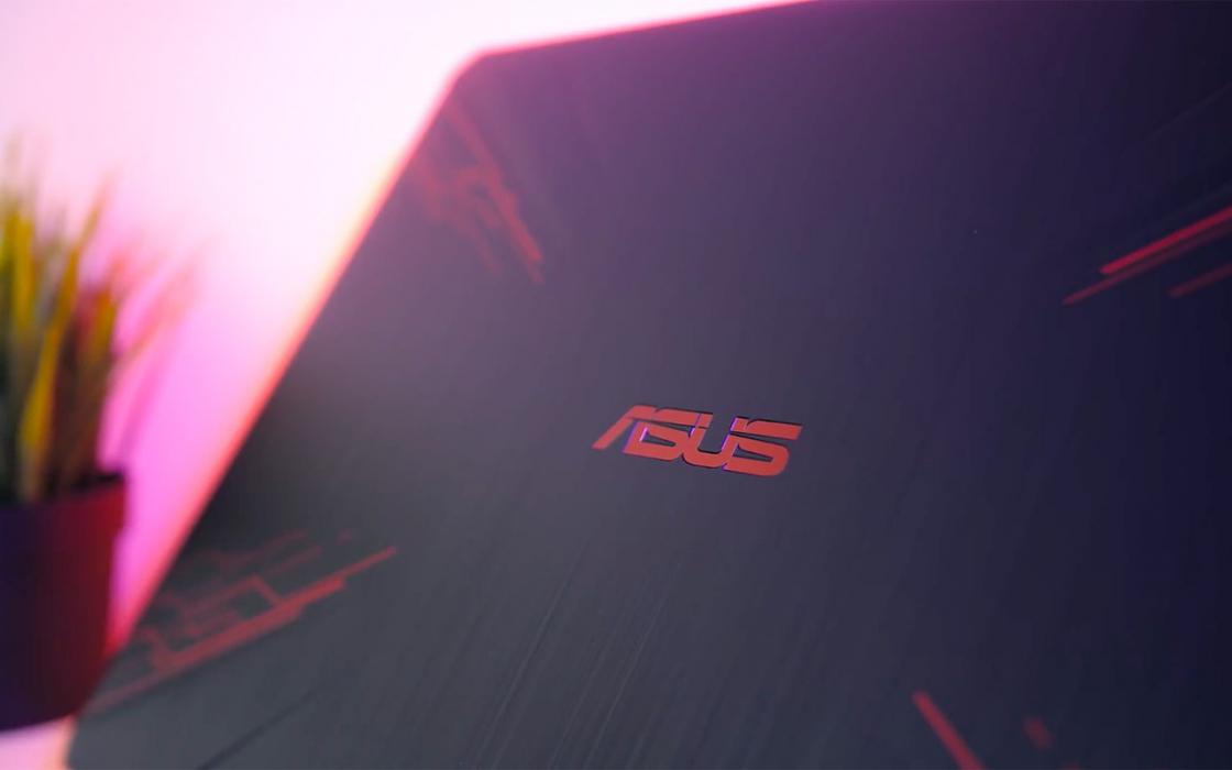 Обзор игрового ноутбука Asus TUF Gaming FX504 - логотип на крышке
