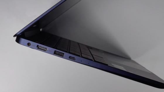 Левая сторона ZenBook 13 UX331UN