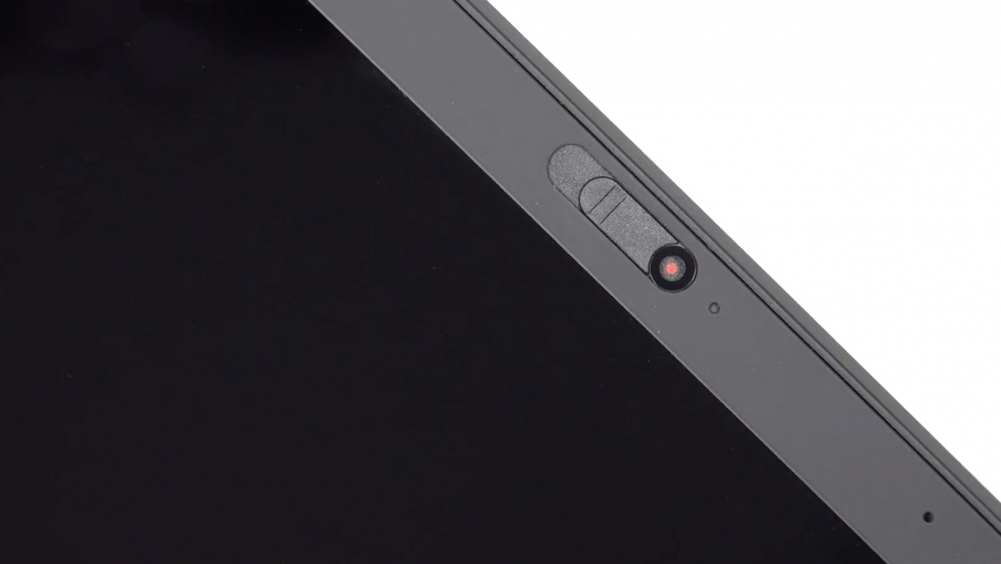 Обзор ноутбука Lenovo ThinkPad X1 Carbon (2018) - шторка веб-камеры