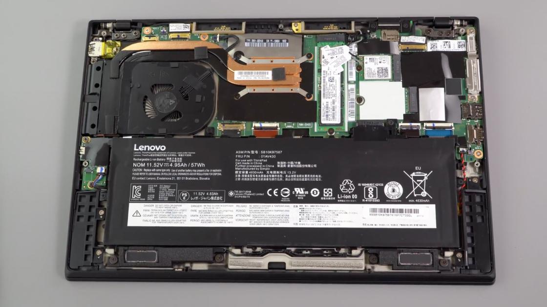 Обзор ноутбука Lenovo ThinkPad X1 Carbon (2018) - снятая крышка
