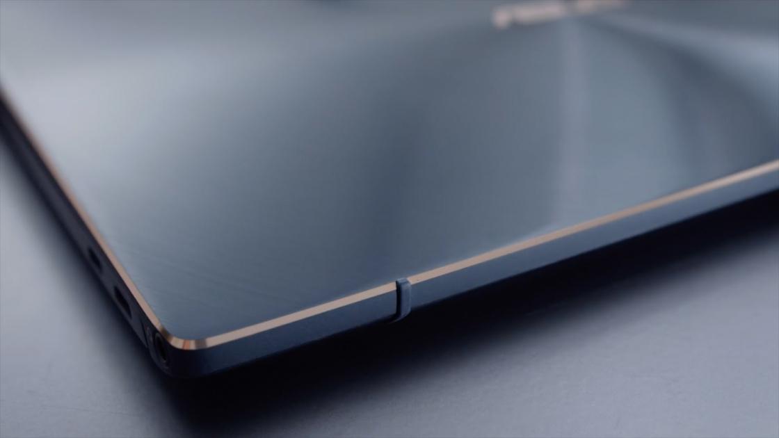 Шарнир ErgoLift в закрытом виде ZenBook S