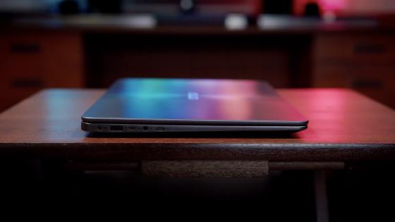 Разъемы на левой стороне ноутбука ZenBook (UX430UA)