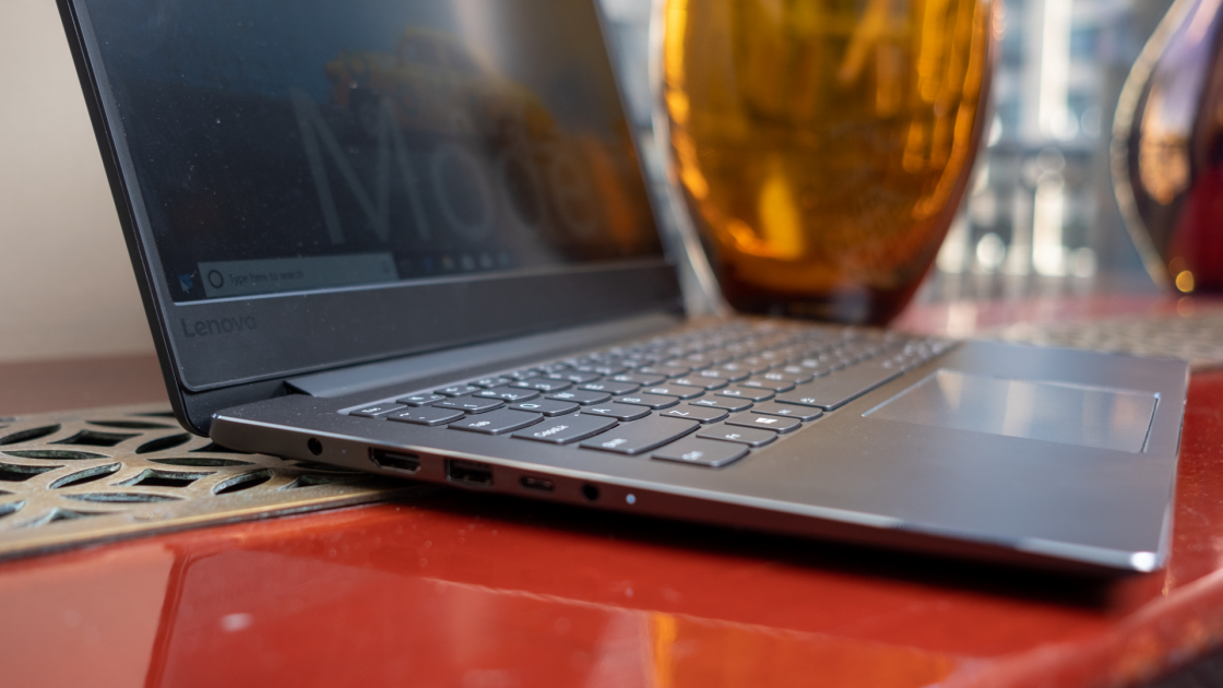 Ideapad 530s (14-дюймов, Intel) разъемы на левой стороне