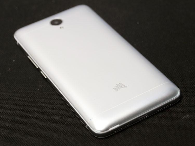 Обзор смартфона Micromax Q398 - задняя панель (фото 1)