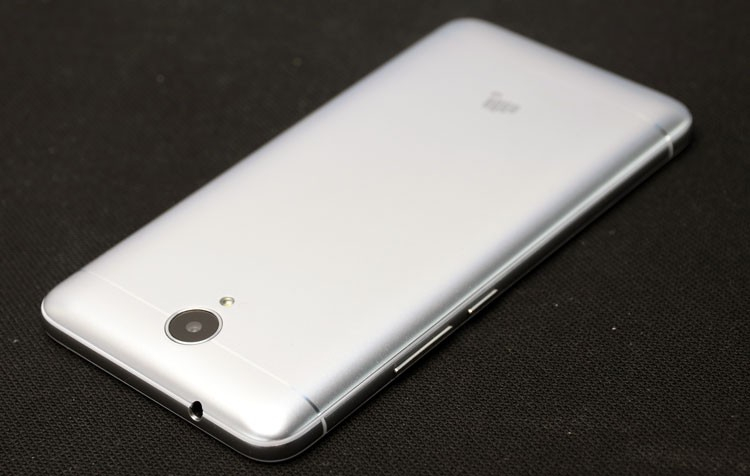Обзор смартфона Micromax Q398 - задняя панель (фото 2)