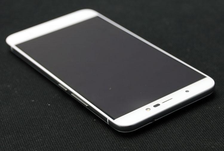 Обзор смартфона Micromax Q398 - лицевая сторона (фото 2)