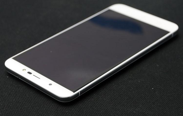 Обзор смартфона Micromax Q398 - лицевая сторона (фото 1)