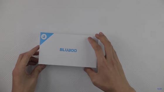 Распаковка смартфона Bluboo D1 (фото 1)