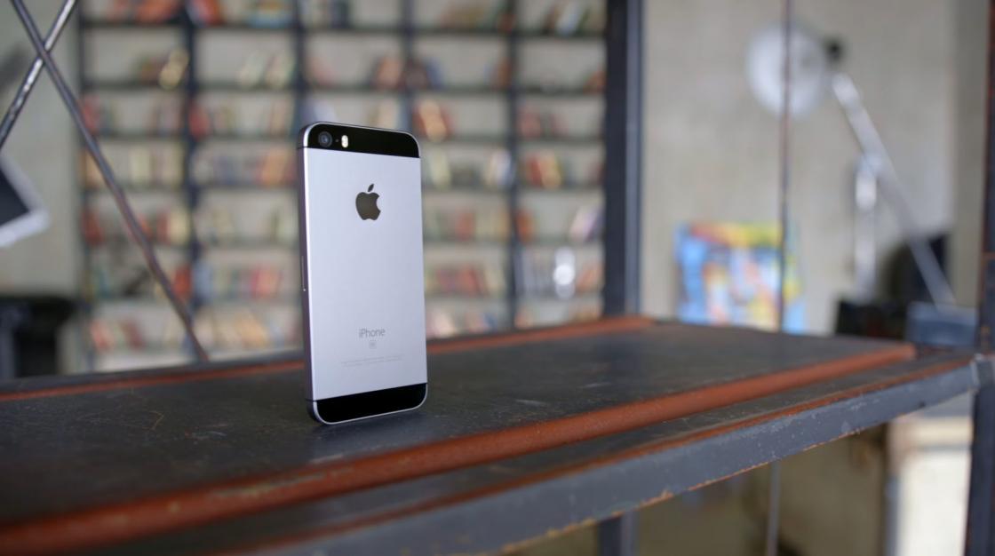 Обзор iPhone SE 2017 - серый космос