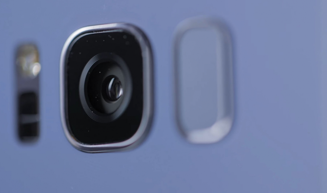 Обзор Samsung Galaxy S8 - вид на основную камеру