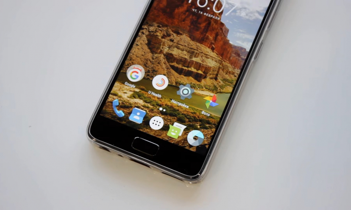Обзор смартфона ZUK Z2 - вид спереди в чехле