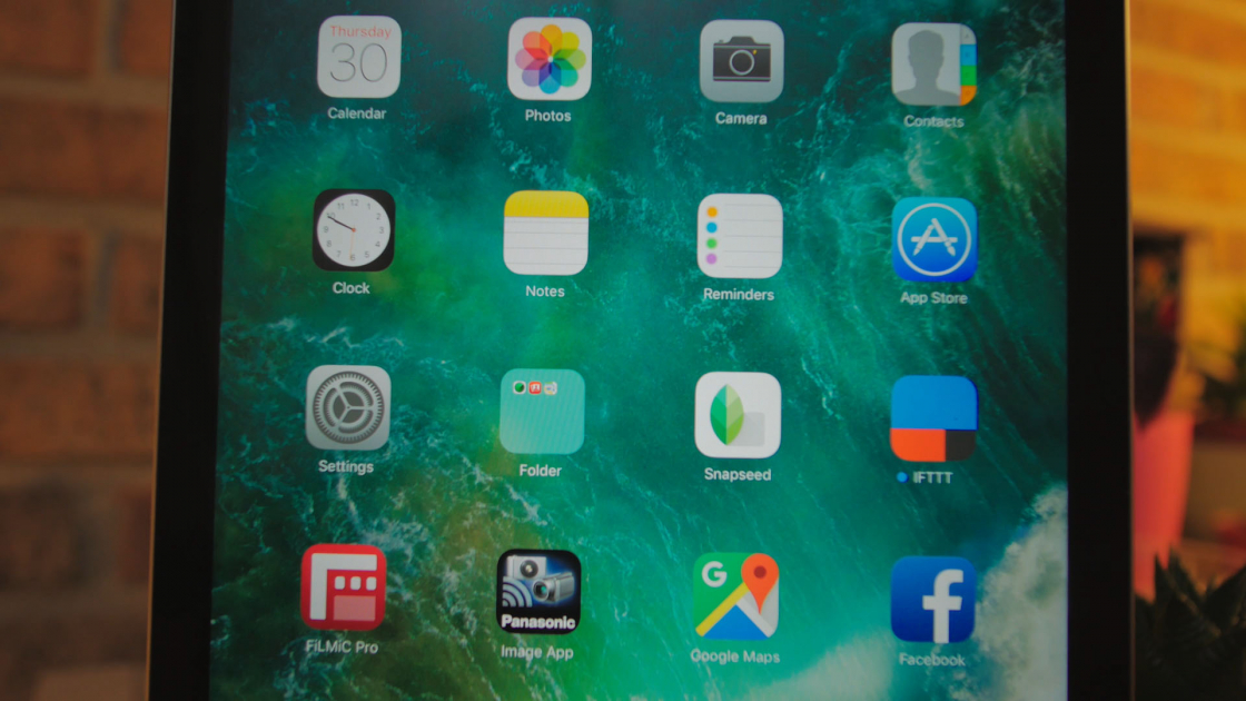 Обзор iPad 9.7 2017 - экран