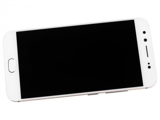 Обзор vivo V5 Plus - вид спереди с выключенным экраном
