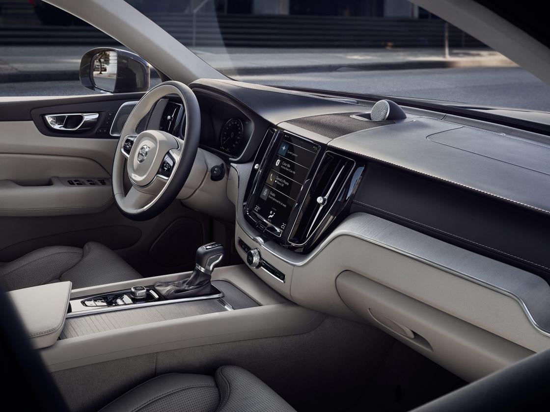 Обзор Volvo XC602017 - интерьер
