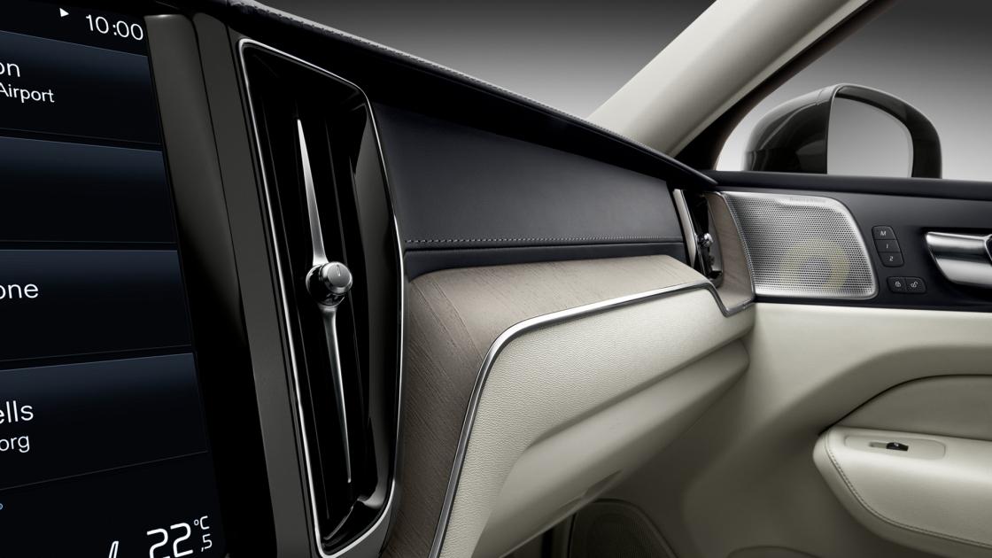 Обзор Volvo XC602017 - отделка натуральными материалами