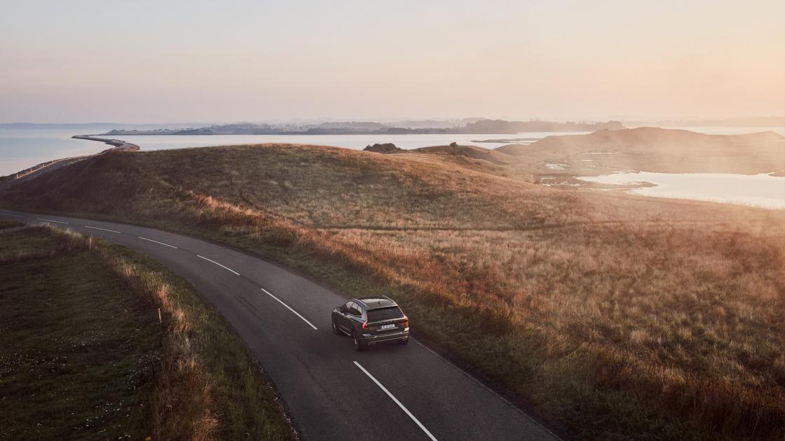 Обзор Volvo XC602017 - на дороге вид сзади