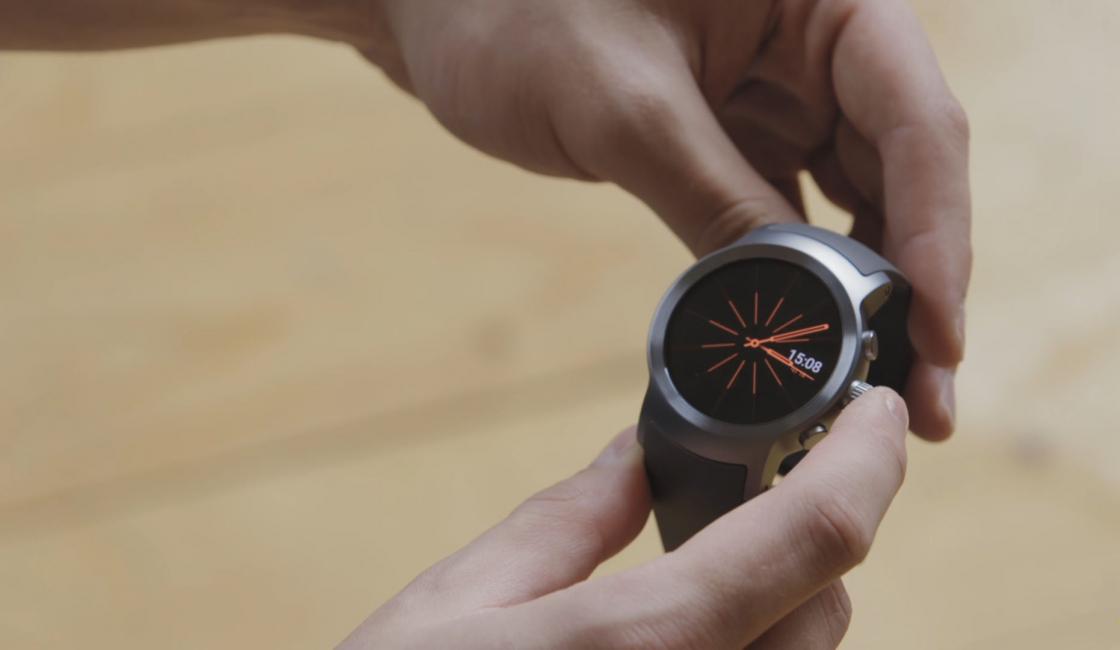 Обзор LG Watch Sport - вид на экран