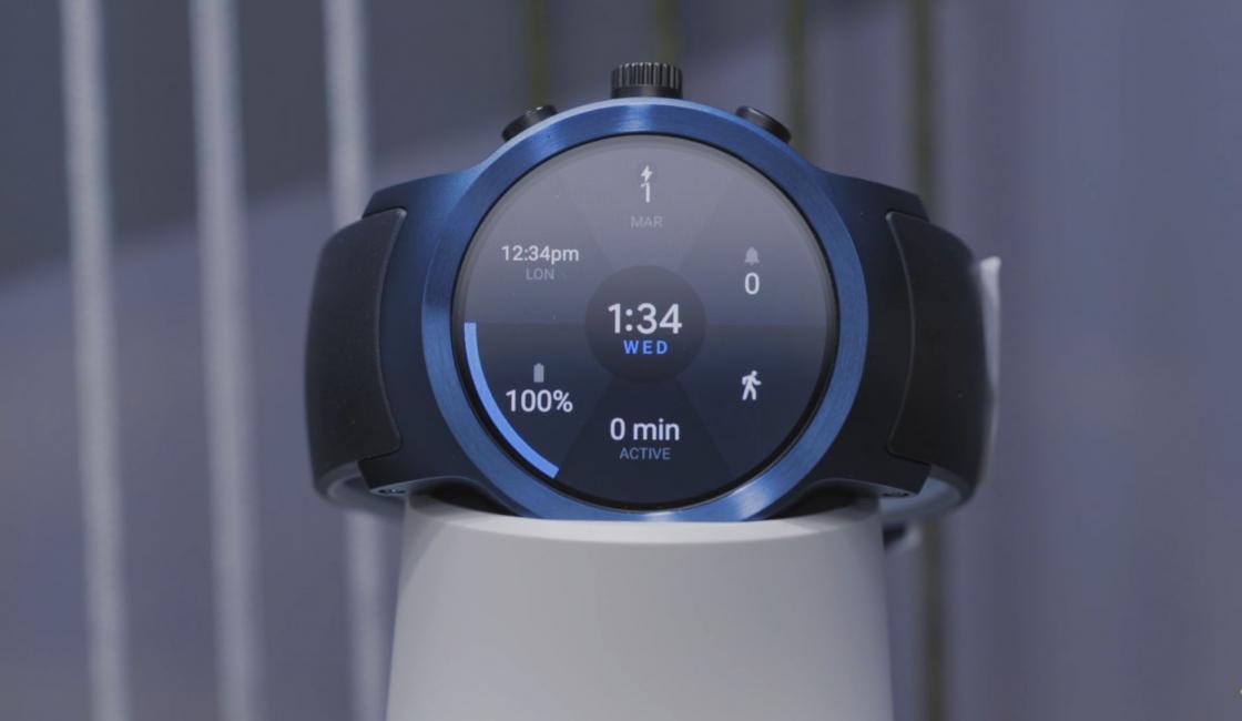 Обзор LG Watch Sport - синего цвета