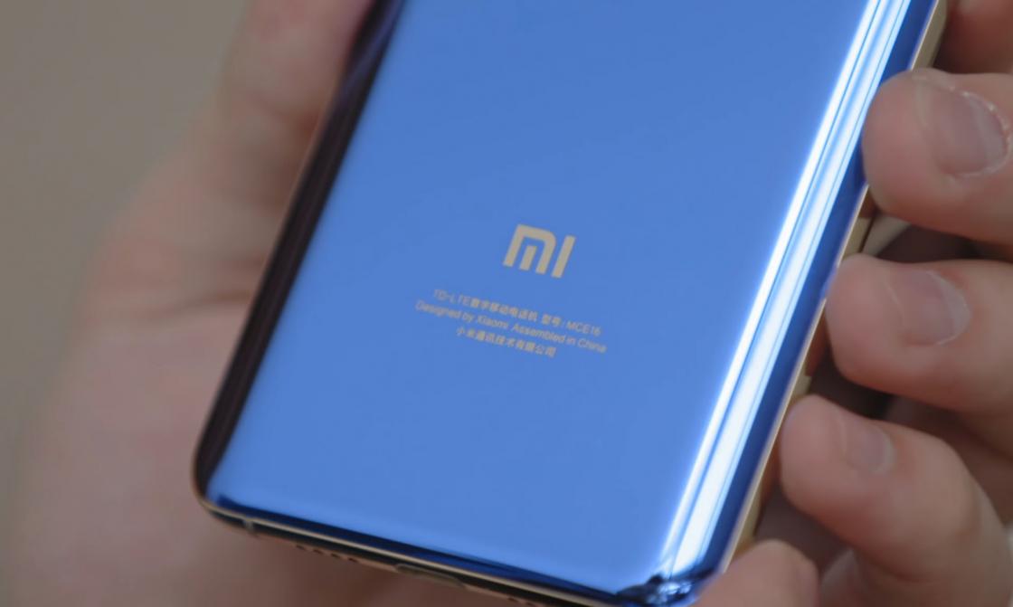 Обзор Xiaomi Mi 6 - вид сзади крупным планом