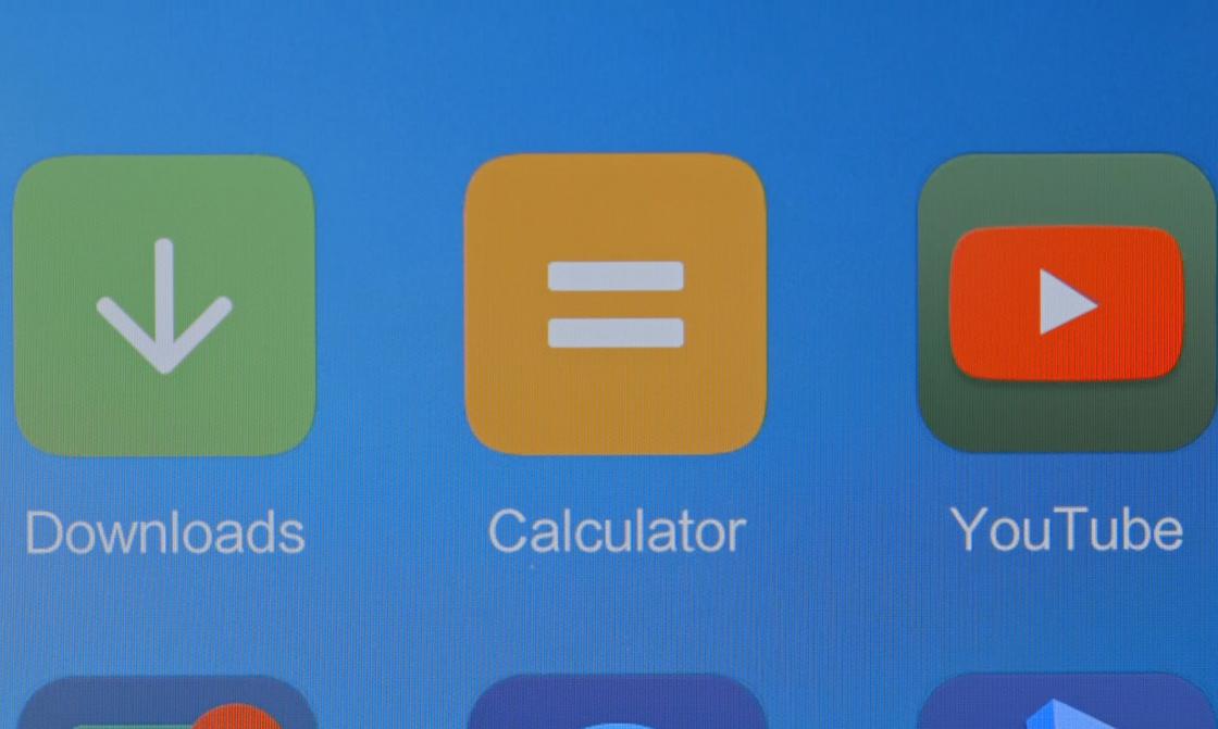 Обзор Xiaomi Mi 6 - на дисплее присутствует мелкая сетка